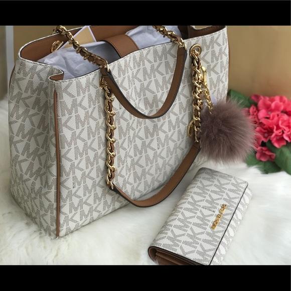 a61eaf913e65 Michael Kors Bags | Vanilla Acorn Susannah Tote Set | Poshmark